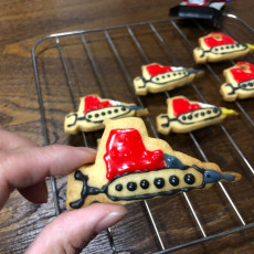 Cookie cutter in the shape of a PistenBully.